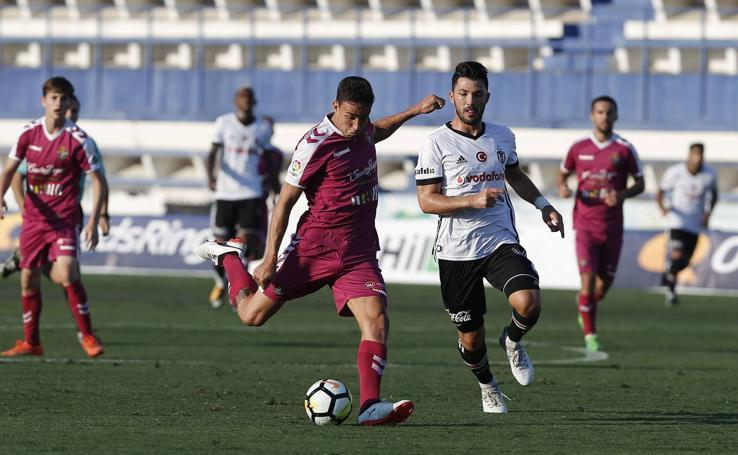 El Real Valladolid empata ante el Besiktas, campeón turco