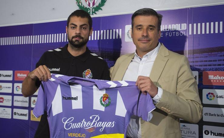 El Valladolid presenta al delantero centro Asier Villalibre