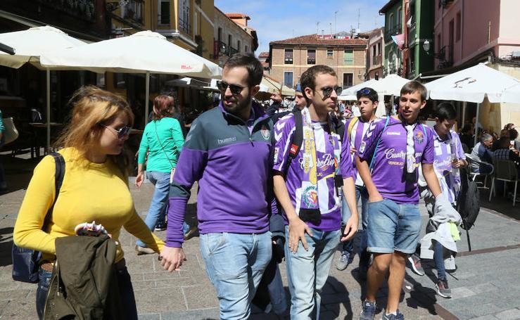 La afición de Valladolid se lo pasa bien en León