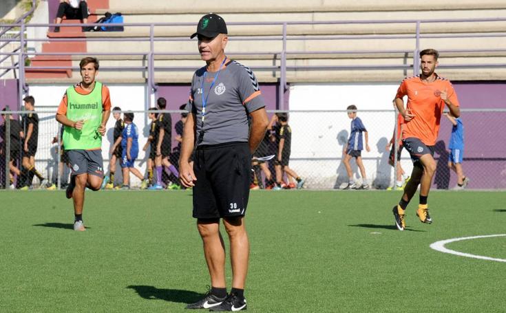 Miguel Rivera dirige su primer entrenamiento en los Anexos