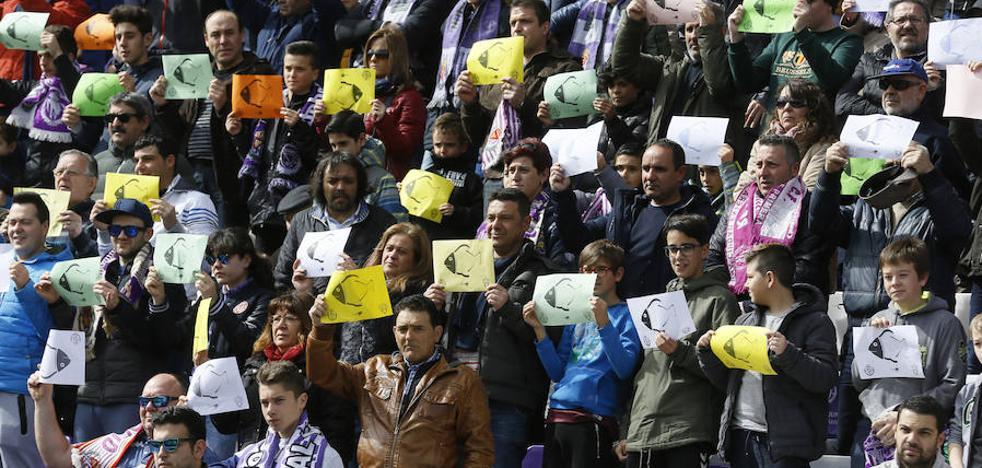 La afición del Real Valladolid recuerda de forma sentida a Gabriel