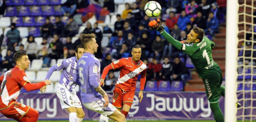 Jordi Masip levanta un muro ante la portería del Real Valladolid