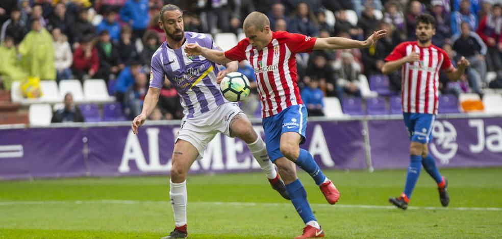 Los jugadores del Real Valladolid no pierden la esperanza, pese a la derrota ante el Sporting
