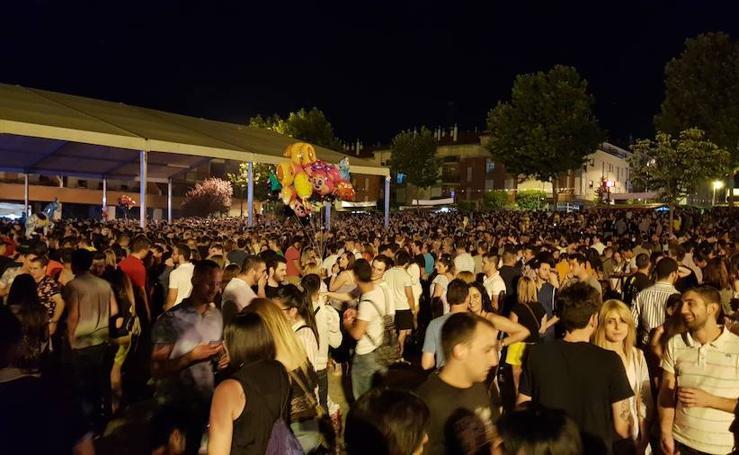 Multitudinaria noche del sábado en las fiestas de La Flecha