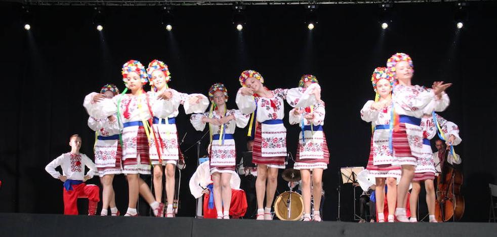 Arroyo despide el X Festival Internacional de Folklore