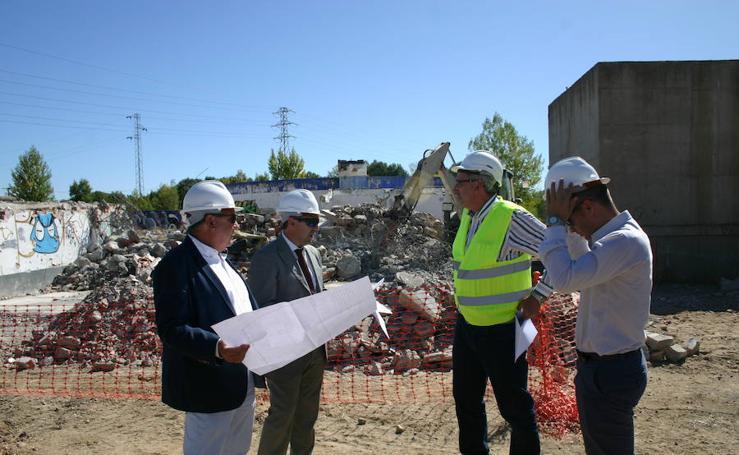 Visita demoliciones parcela Casa de la Música y el Teatro de Arroyo