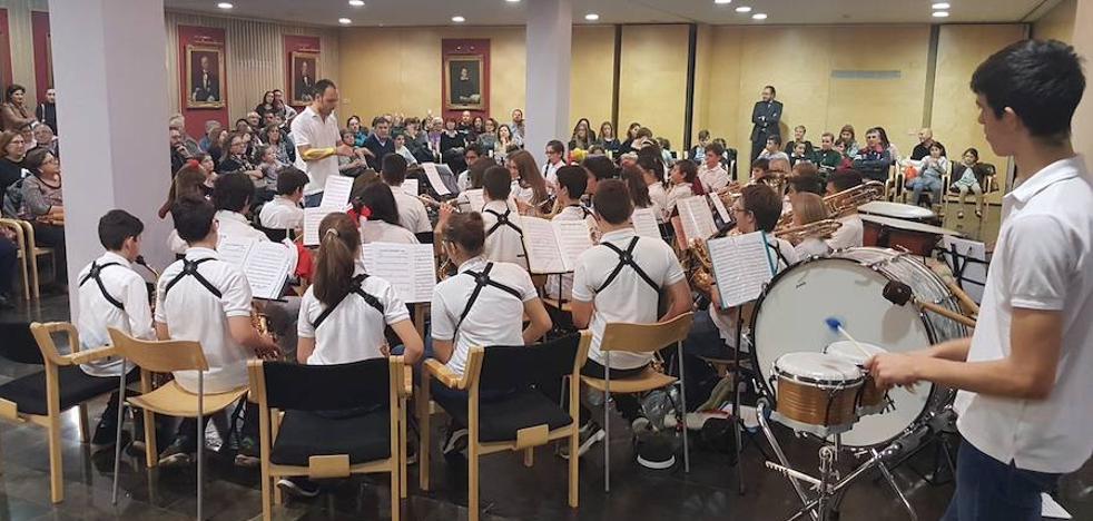 La Banda Juvenil de Arroyo encandila a más de un centenar de abogados en el Concierto de Navidad del ICAVA