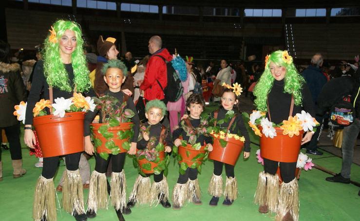 Fiesta de disfraces en La Flecha Martes de Carnaval
