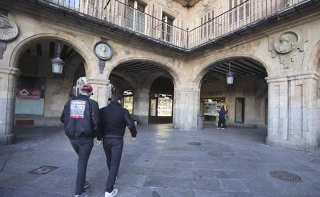 Salamanca retirará el día 9 el medallón de Franco de su Plaza Mayor