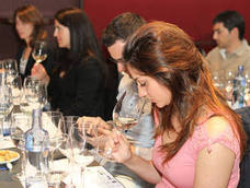 Emina acerca el verano al Club de Catas con las nuevas añadas de cuatro blancos de Rueda y un rosado de Cigales