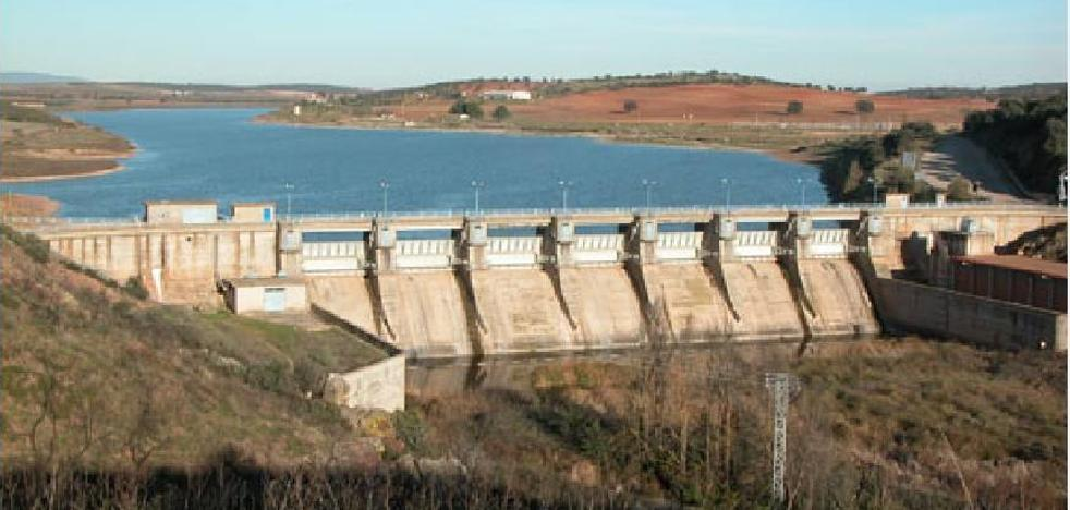 Dos pantanos de Ciudad Real desembalsan para evitar que dos ríos se sequen