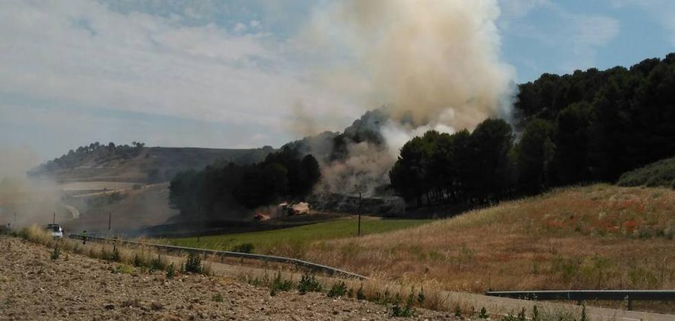 Declarado un incendio en la carretera entre Arroyo y Ciguñuela