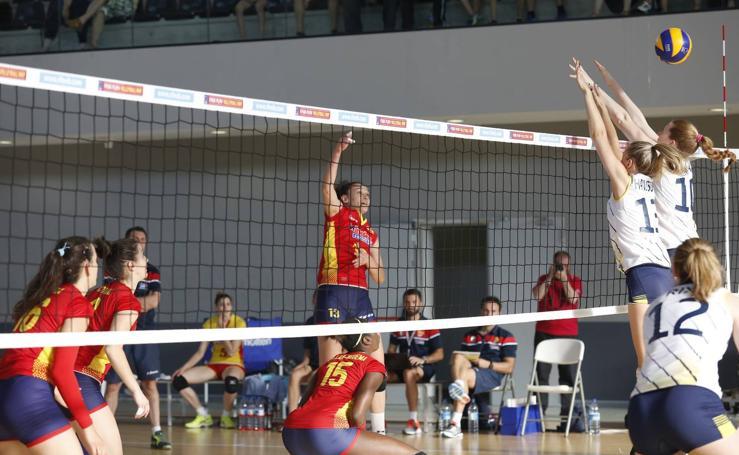 Partido amistoso de voleibol entre las selecciones femeninas de España y Suecia