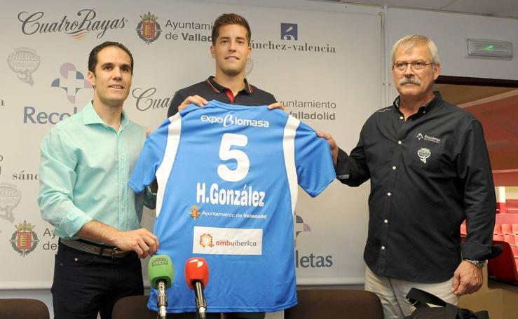 Presentación de Héctor González como nuevo jugador del Recoletas Atlético