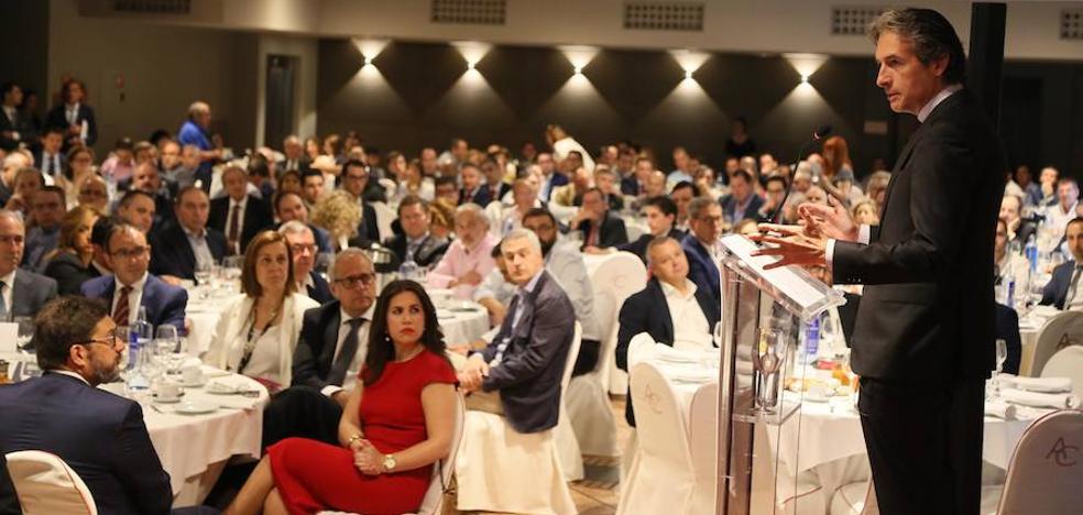 Expectación y muchos tuits durante la visita del ministro de Fomento a Valladolid