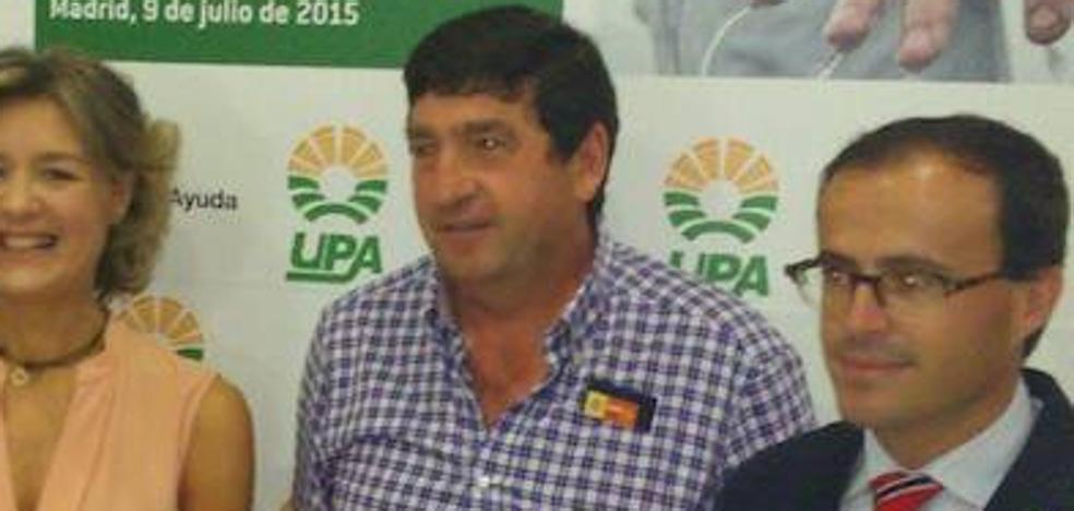 El alcalde de Hoyos del Espino se adjudica 1.600 euros al mes por 20 horas semanales