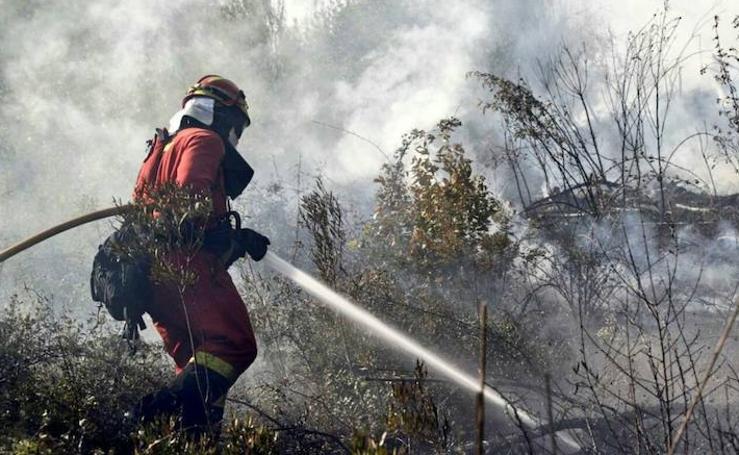 Labores de la UME en el incendio de Portugal