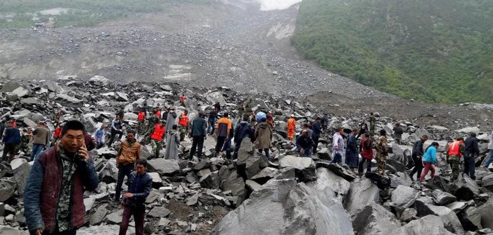 Un deslizamiento de tierra deja al menos 141 desaparecidos en China