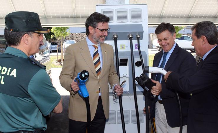 La Granja estrena la primera electrolinera solar del mundo