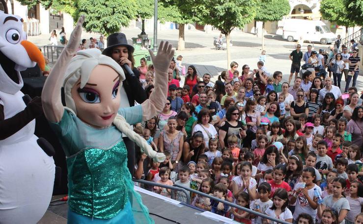 Los personajes de 'Frozen' visitan Segovia