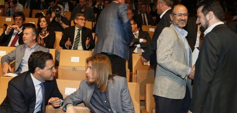 Herrera pasa examen hoy en las Cortes con la corrupción de fondo