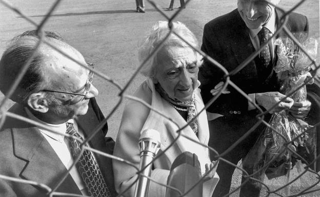 La escritora María Zambrano a su regreso a España, el 20 de noviembre de 1984, tras su largo exilio en Cuba.
