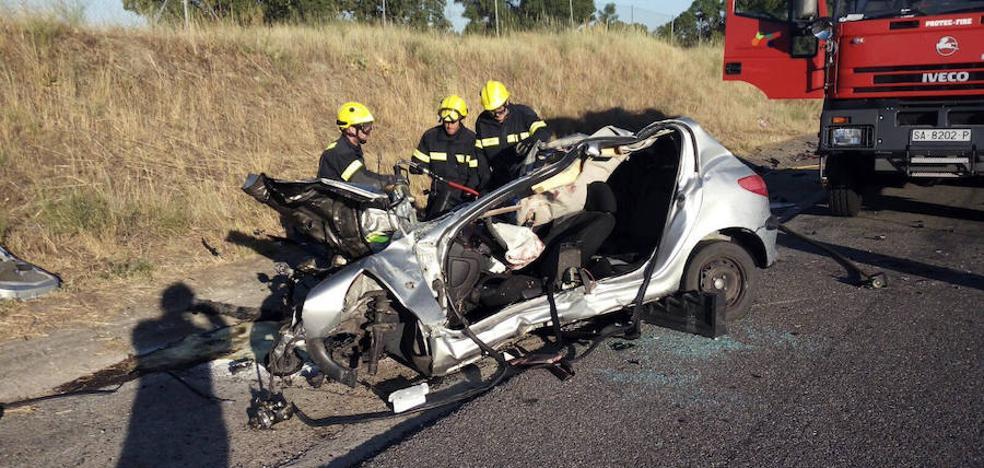 Fallece el conductor de un coche tras chocar contra un camión en la A-66