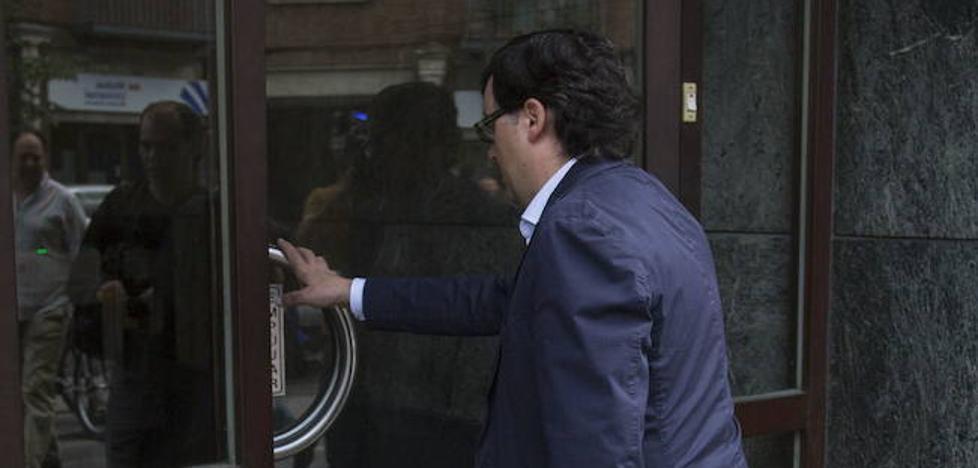 Hacienda empieza a embargar propiedades a Rafael Delgado