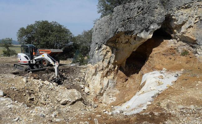 El hallazgo de industria lítica ratifica la presencia de neandertales en Cueva Fantasma