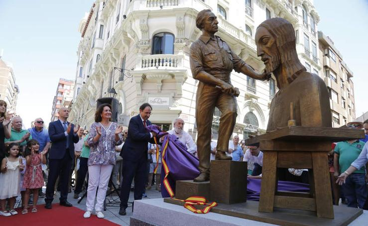 Inauguración de la escultura dedicada a Victorio Macho en la Calle Mayor de Palencia