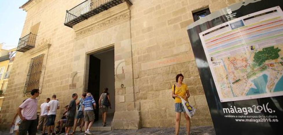 Rescatan a un menor al que sus abuelos dejaron en el coche para ver el Museo Picasso en Málaga