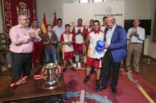 La selección de boxeo de Castilla y León recibidos por las autoridades