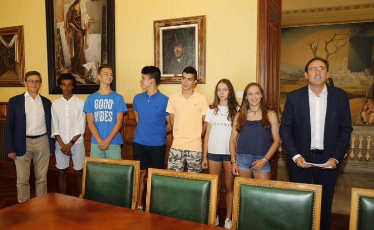 El alcalde de Palencia recibe a los los campeones del Club Puentecillas