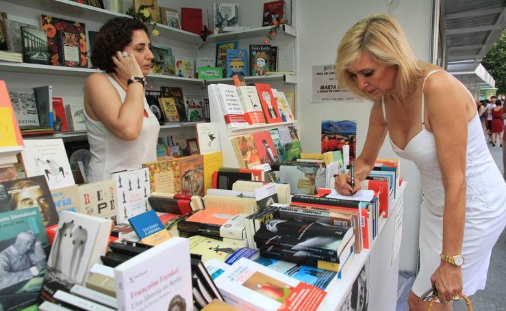La periodista Marta Robles, en la Feria del Libro de Segovia