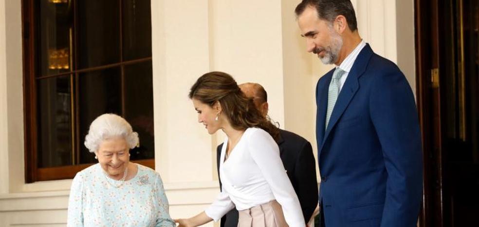 Los Reyes culminan en Oxford su visita a Reino Unido