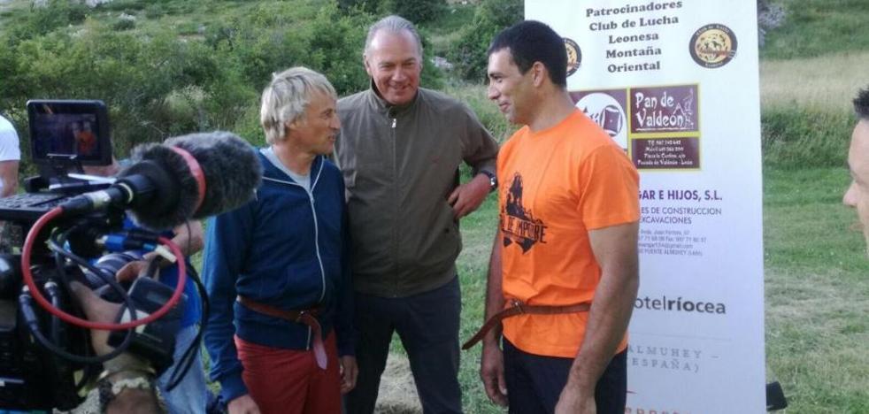 Bertín Osborne se adentra en la montaña con Jesús Calleja
