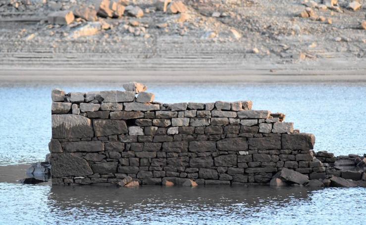 La sequía deja al descubierto Villanueva del Río