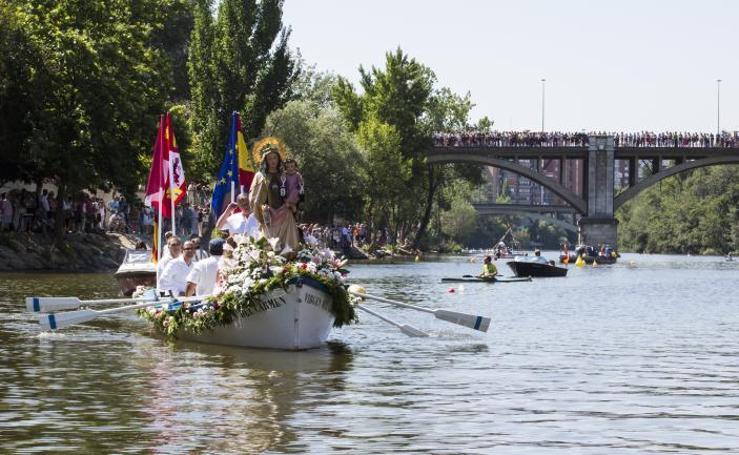 Procesión fluvial y misa por la Virgen del Carmen