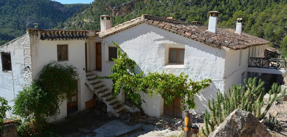 Dos muertos al derrumbarse el techo de una cabaña en Albacete