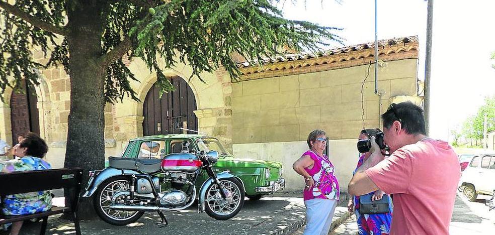 Los coches clásicos invaden la Vallarna