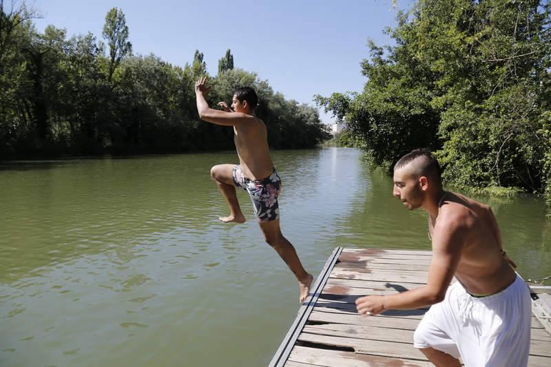 Los palentinos combaten como pueden la ola de calor