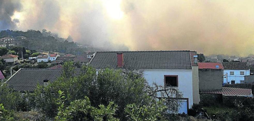 El incendio de Aldeadávila sigue activo y afecta a 378 hectáreas