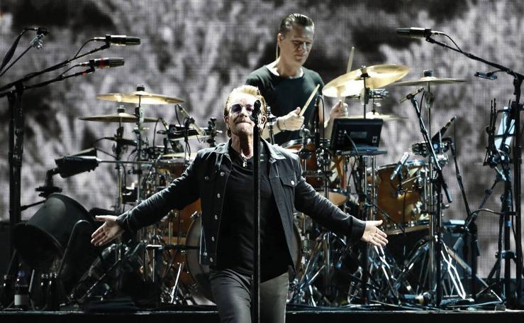 U2 arrasa en Barcelona