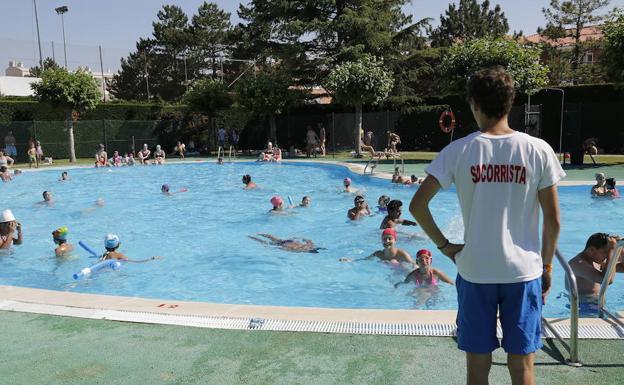 Las piscinas cierran la primera quincena de julio con una for Piscinas palencia