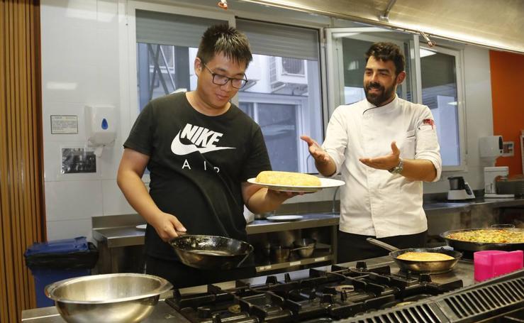 Clases de cocina española para extranjeros en la Escuela de Hostelería de Salamanca