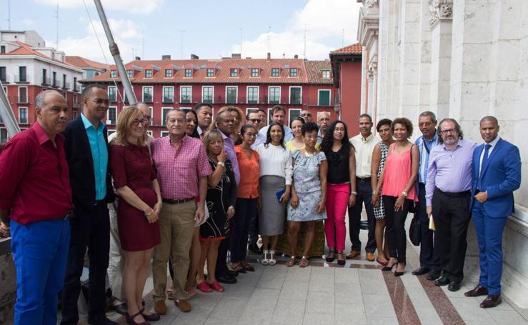 Alumnos de Cabo Verde visitan el Ayuntamiento de Valladolid