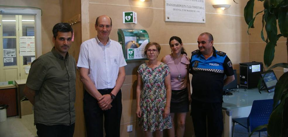 Un desfibrilador para el Ayuntamiento de Segovia