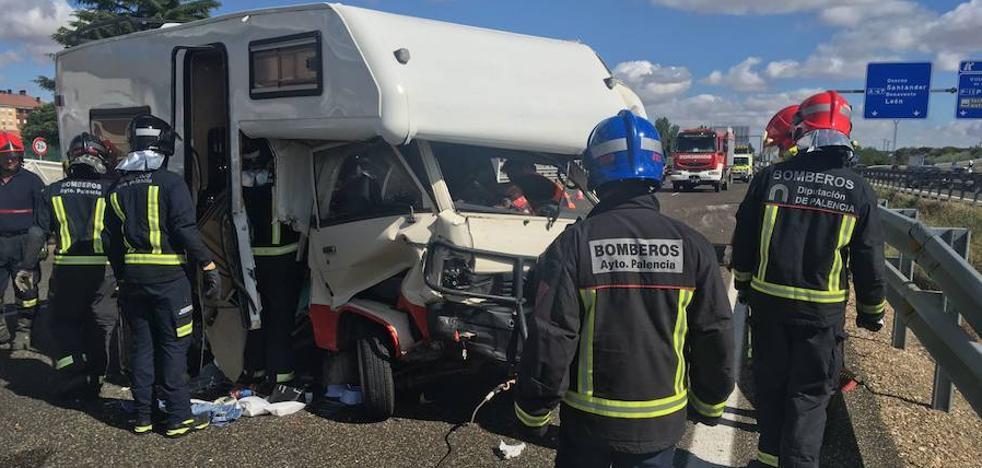 Herido al volcar una autocaravana en la A-67 en Calabazanos