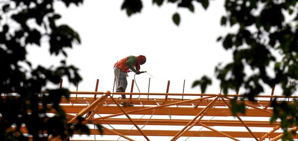 Los contratos temporales convertidos en indefinidos crecen el 21,6% en la región