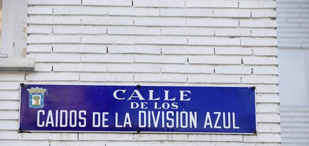 Carmena paraliza «por prudencia» el cambio de placas de calles